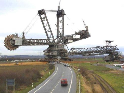 Gigantic rotary excavator