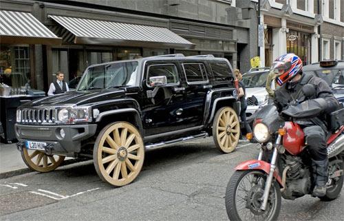 Hummer On The Wagon Wheels