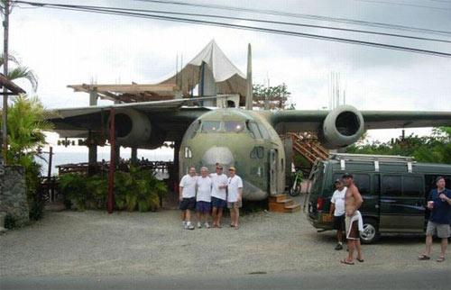 El Avion restaurant - Fairchild C-123