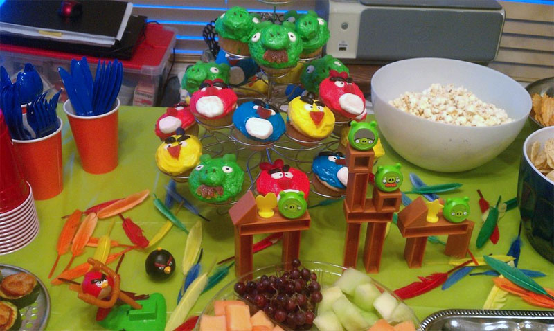 1. Angry Birds cupcakes