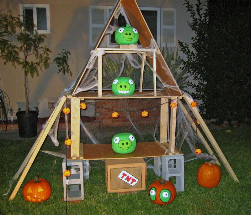 3. Angry Birds yard display