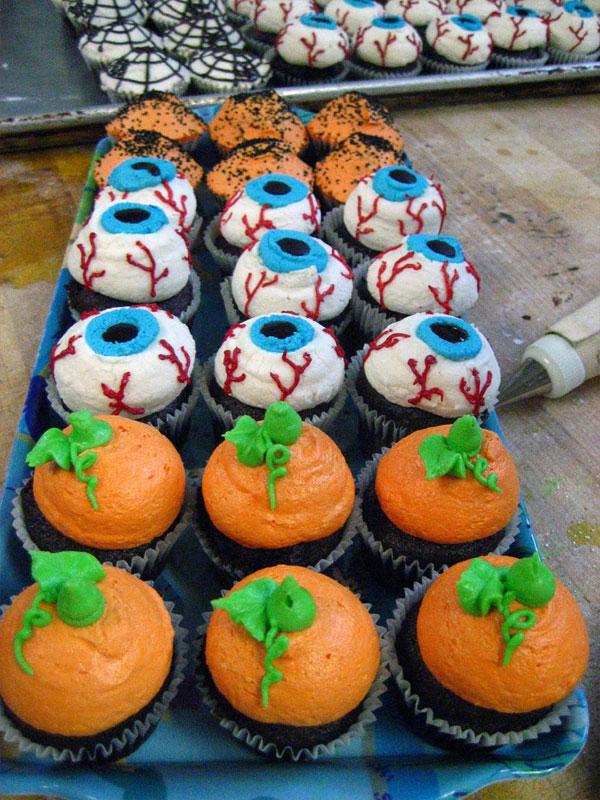 14. Eyes cupcakes