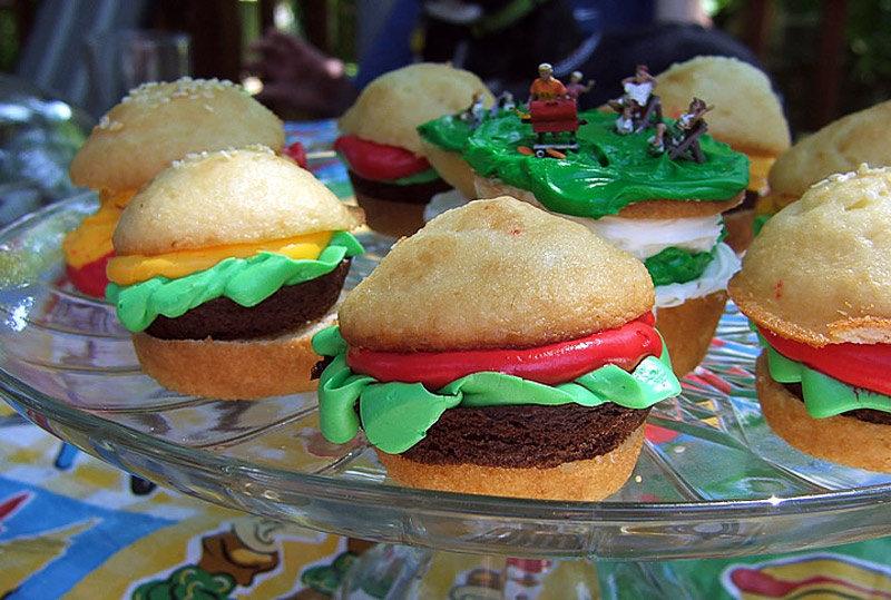 1. Hamburger cupcakes. Photo by Cupcakes Queen