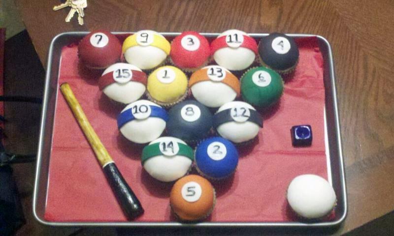 20. Pool cupcakes