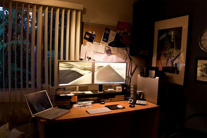 12. Double monitor Apple setup
