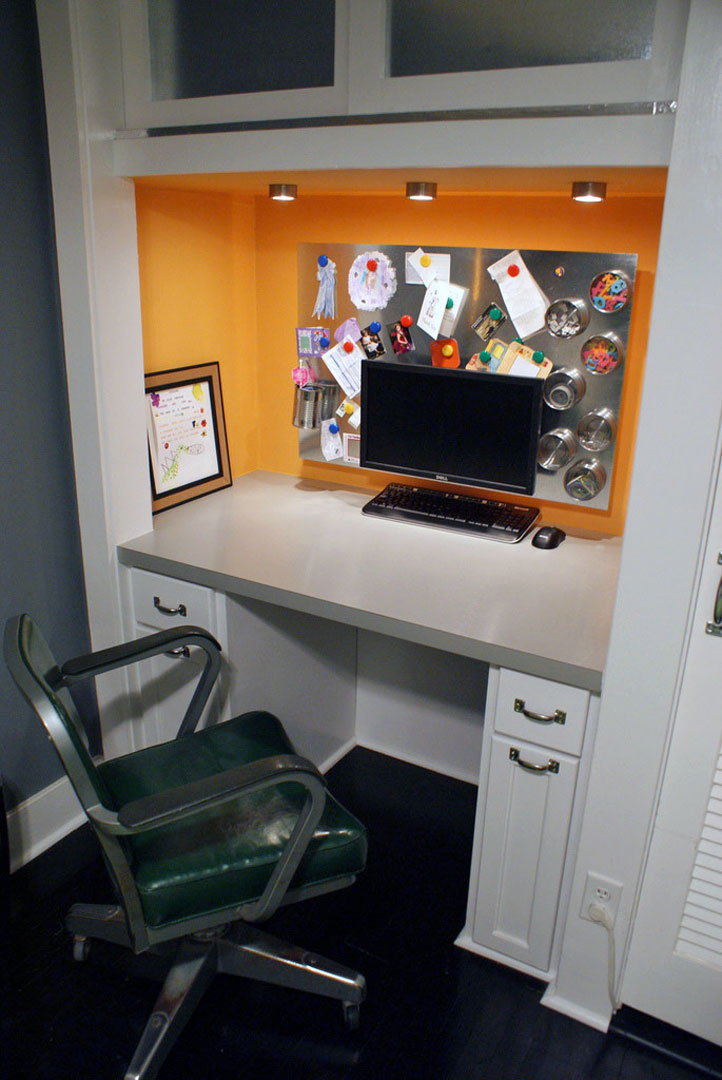 2. The desk built-in into the niche