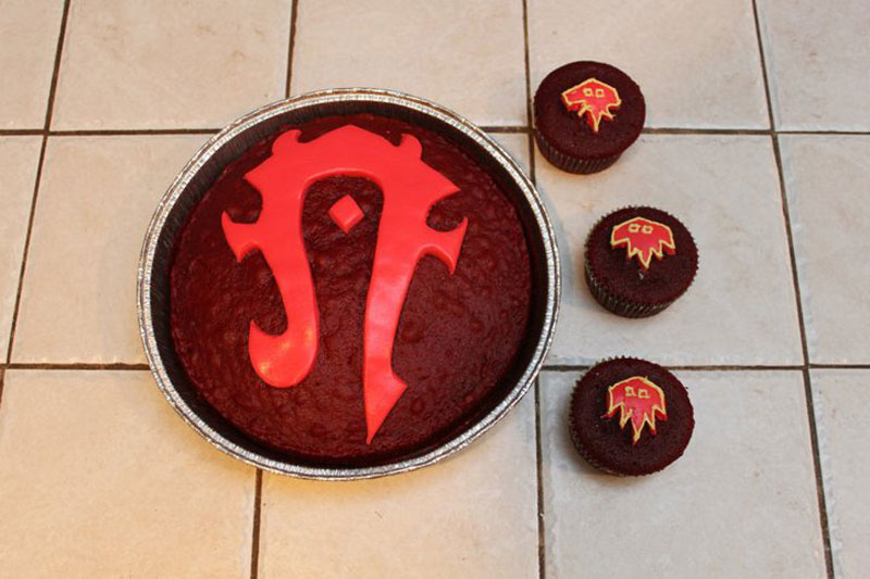 8. Horde cake and cupcakes