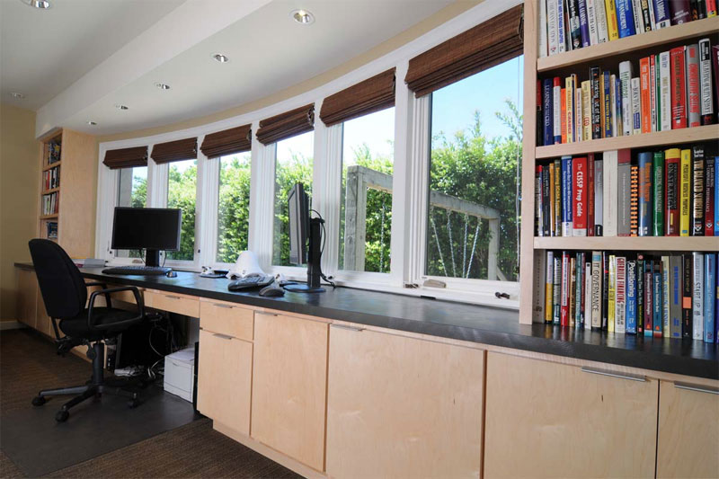 19. Workspace by the panoramic window