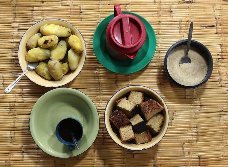 Corn porridge, soybeans, peanuts, spring onion, garlic and chili, cooked sweet potato and pumpkin, hibiscus juice .
