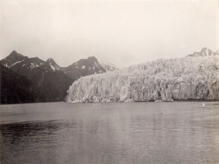 Glacier McCarthy, Alaska. 1909 - 2004.