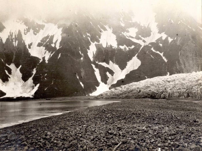 Pedersen Glacier, Alaska. 1906 - 2004 years.