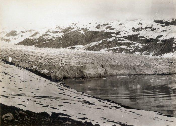 Reid Glacier, Alaska. 1899 year.