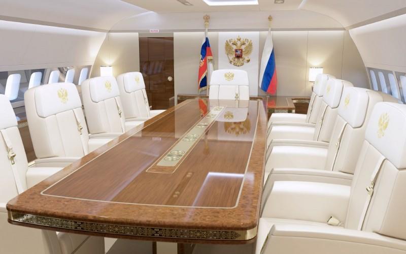 Flying Kremlin: Meeting room