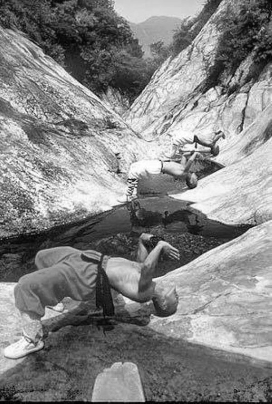 Shaolin-Monks-Training-17
