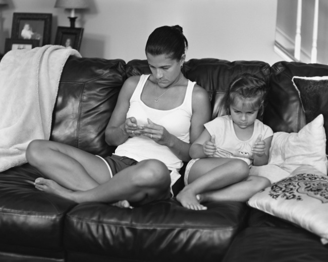 Photos of people without their smartphones 4
