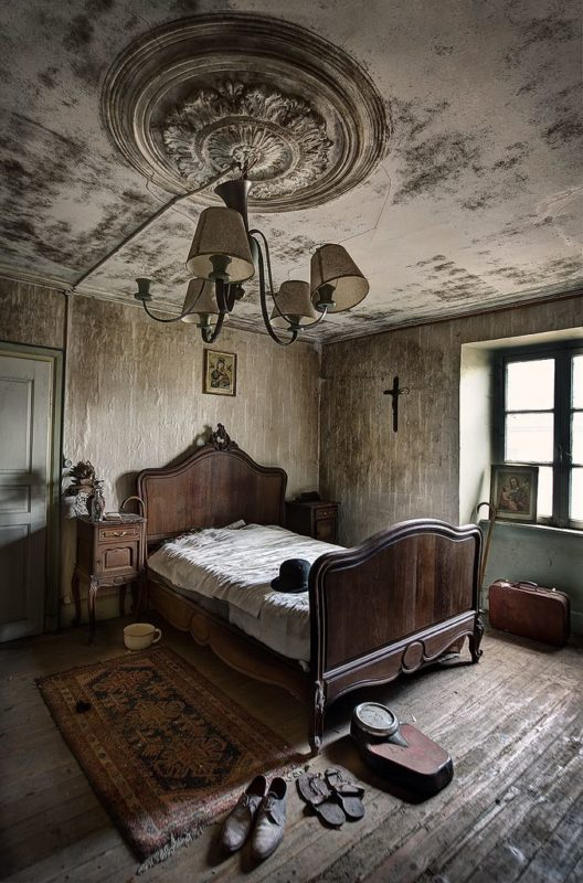 The creepy beauty of abandoned houses. Part 2